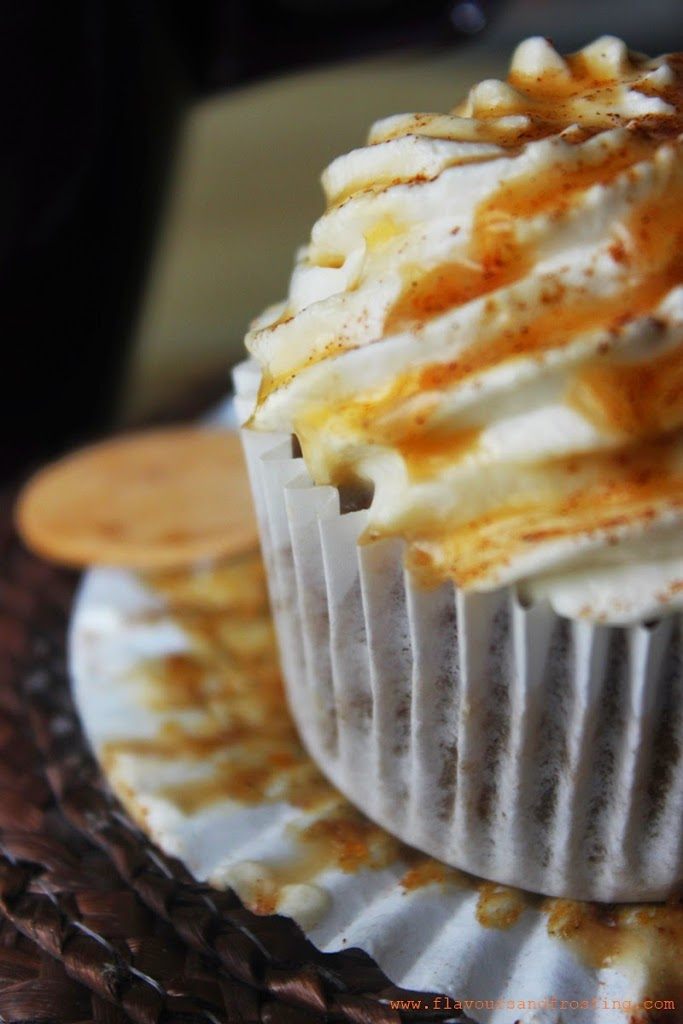 Pumpkin Spice Latte Cupcakes based on the ever so popular Starbucks Pumpkin Spice Latte