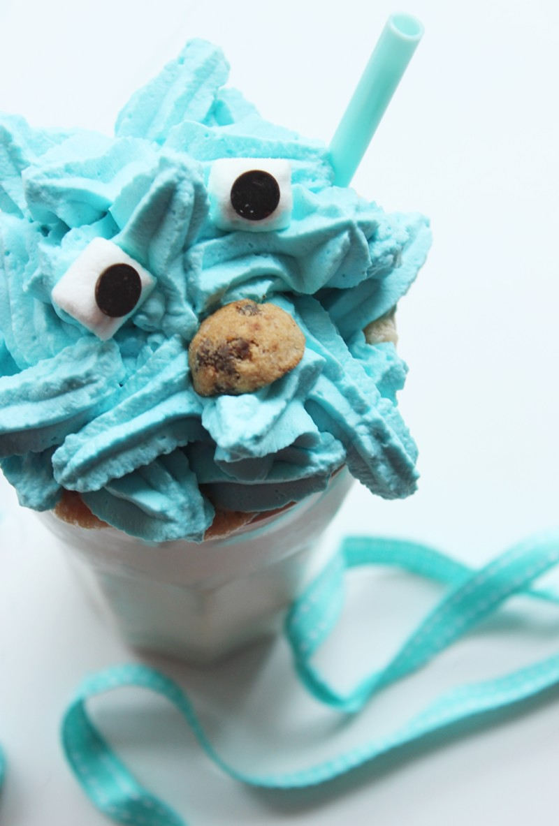 Hoe to make a Cookie Monster Milkshake!