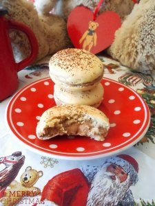 ginger and chocolate macarons