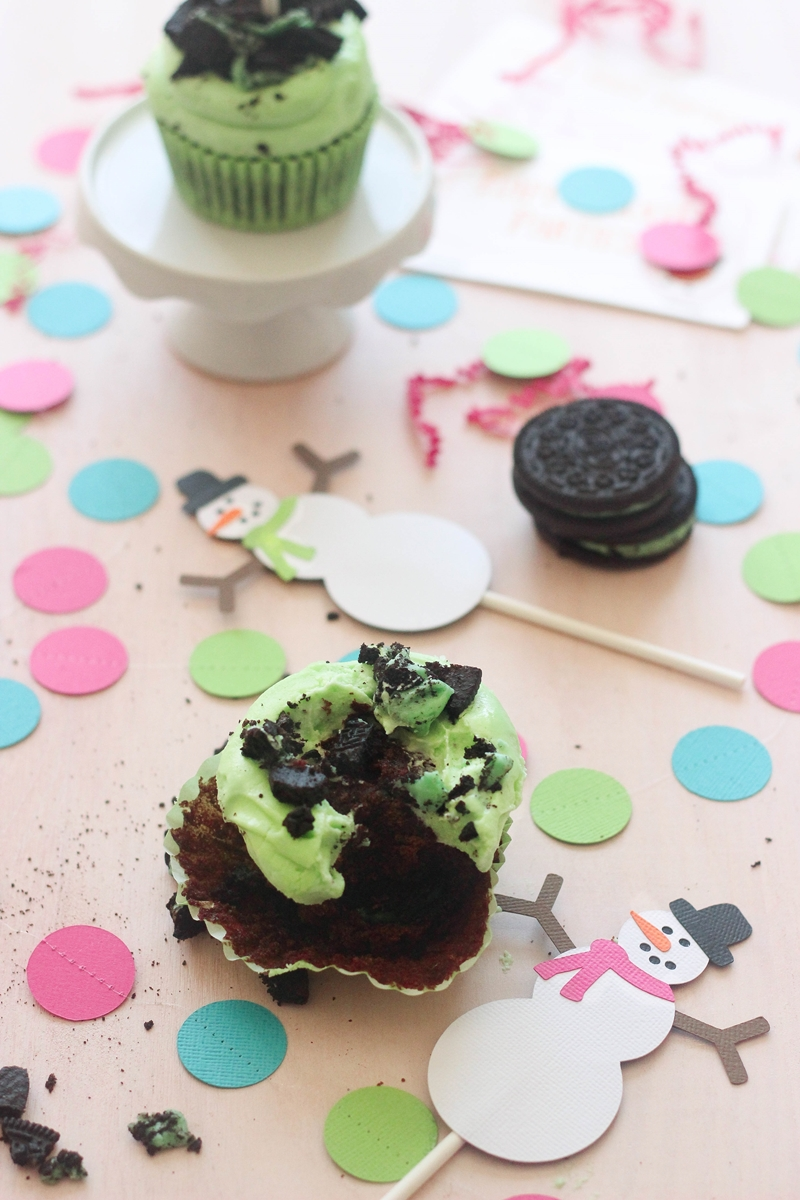 Recipe for Mint Oreo Cupcakes for Christmas + an Etsy GIVEAWAY for these cute snowman toppers, garland and place holders, to make your Christmas table look super festive, and not to mention adorable!! Oh and did I mention a coupon code?
