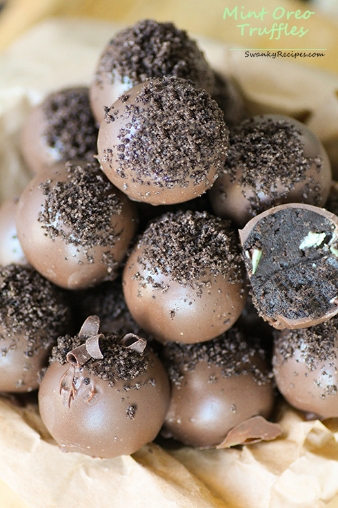 Mint Oreo Truffles - 17 Mint Chocolate Desserts for St Patrick´s Day | Round Up compiled by FlavoursandFrosting.com