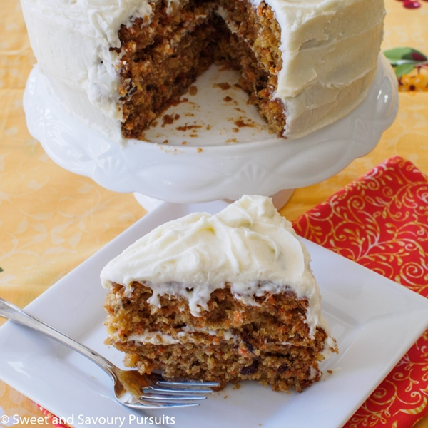 Carrot Cake with cream cheese frosting| Layer Cakes for Easter round-up on FlavoursandFrosting.com