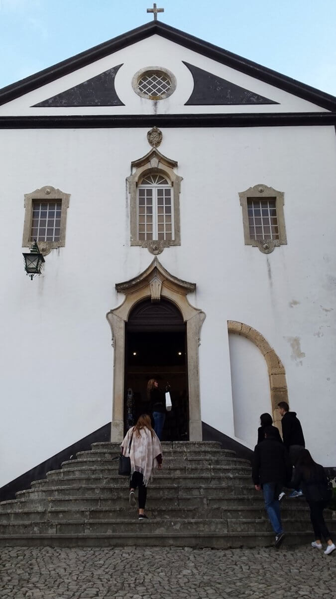 Obidos is pretty historical and is very rich in culture because of all the influences of the Romans, the Moors, and the Arabs.