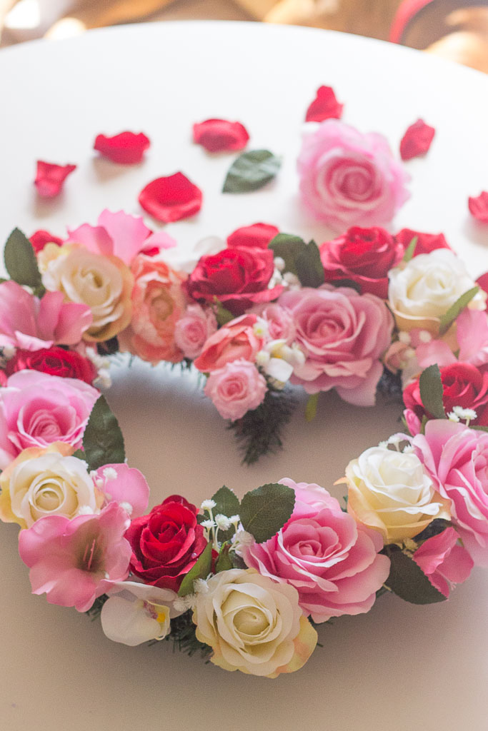 I made this DIY Valentine Wreath for Valentine´s Day decorations and I'm absolutely in love with it!