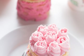 Mini Layer Cake Buttercream Roses