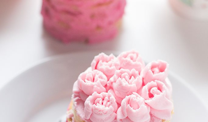 Mini Layer Cake Buttercream Roses