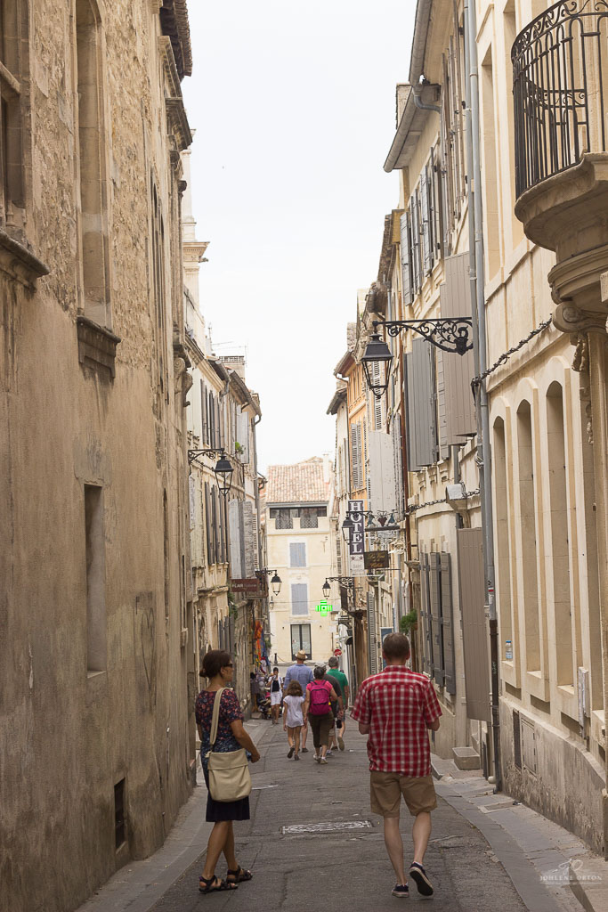 If you love and adore the art of history, then Arles Provence is the ideal place to visit. We found this city (by chance) on our way to Marseille.