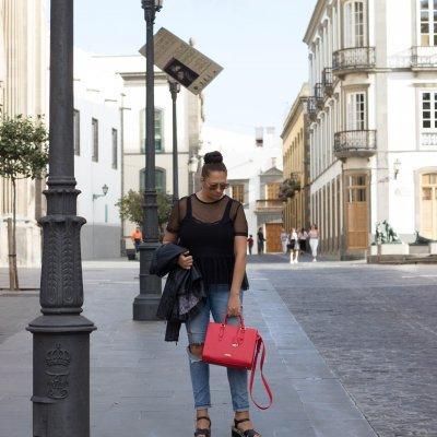 Fall Fashion Trends 2017   My New Red Guess Handbag