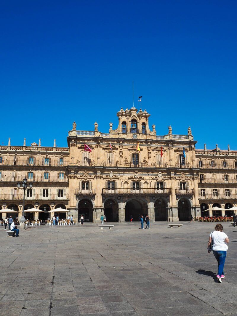 We frenquently visited Plaza Mayor in the centre of Salamanca because it is filled with restarants where you can enjoy my favourite Spanish drink i.e. Tinto Verano (red wine mixed with lemon soda) or tapas.
